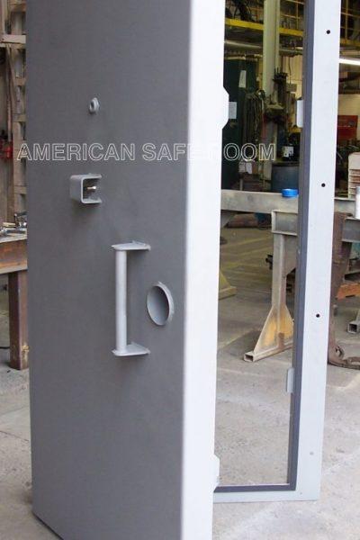 Single leaf blast door